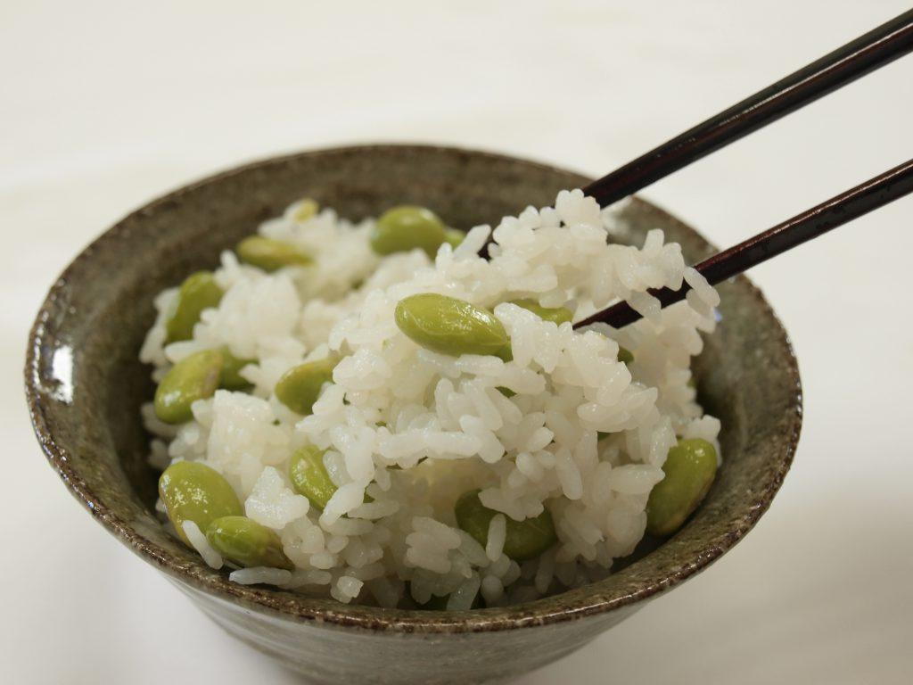 新米コシヒカリに、丹波黒枝豆の甘みとコクがしみしみ!