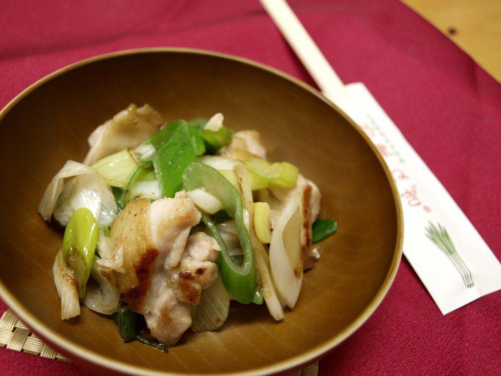 岩津ねぎのねぎテリチキン炒め。さっと炒めて仕上げるとネギの香りがたまりません。