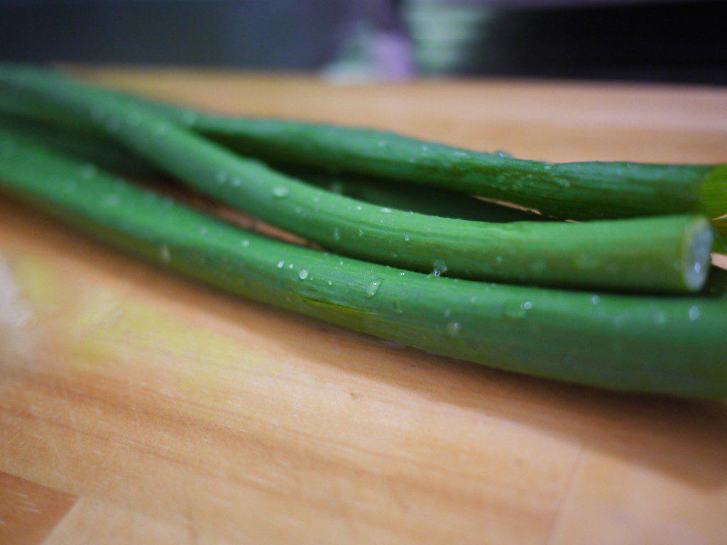 長ネギなのに、青葉の辛みが少ない岩津ねぎ。青葉の中のトロミ成分も甘さを引き出す要素です。